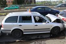 Srážka šesti aut v Tovární ulici v Olomouci, 13. 6. 2019