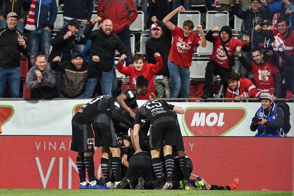 Finále fotbalového poháru MOL Cupu: FC Baník Ostrava - SK Slavia Praha, 22. května 2019 v Olomouci. Slavia oslavuje druhý gól.