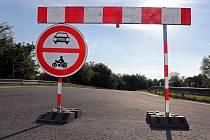 Uzavírka trati Ecce Homo pro automobily a motorky. Kolům, bruslím, koloběžkám vjezd povolen.