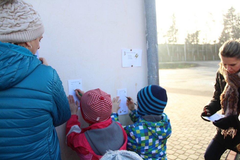Děti v Hněvotíně na Olomoucku se vydaly po stopách zlatého prasátka. Za dobrodružstvím se jich vypravilo několik desítek.
