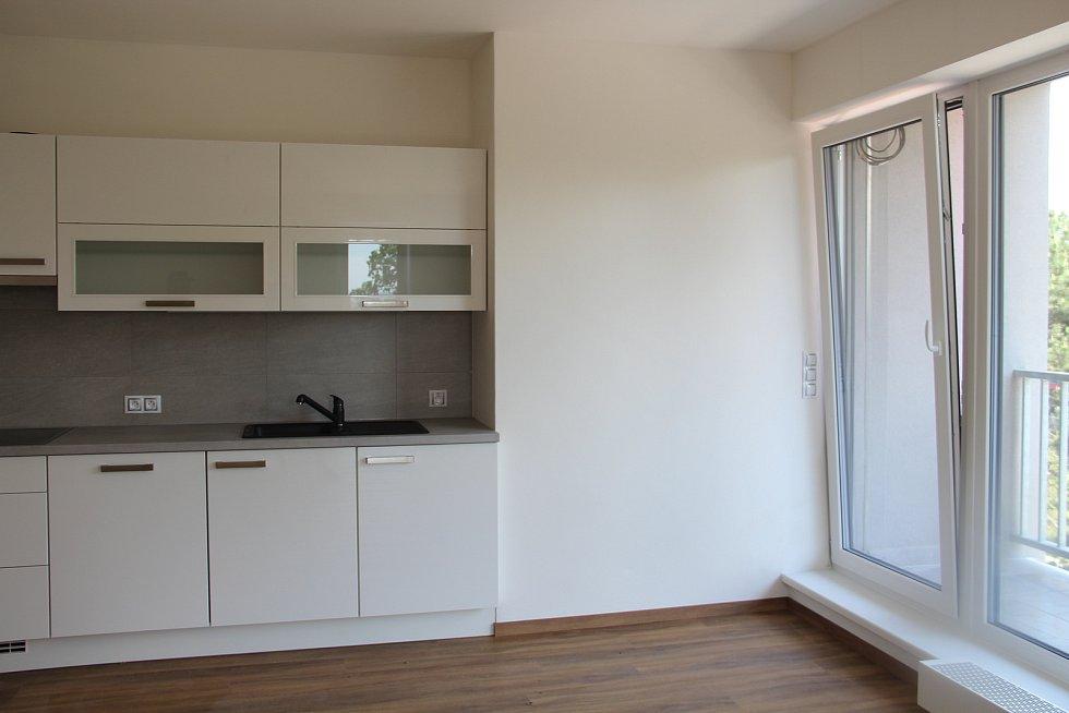 Obytná kuchyň jednoho z bytů, které budou nabídnuty k pronájmu.