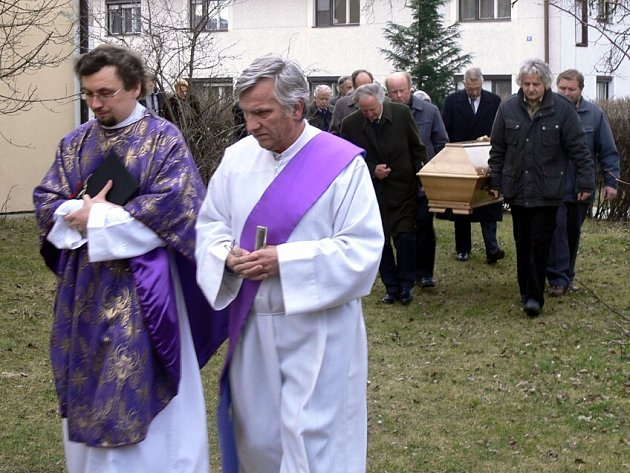Do Velkého Újezda byly převezeny ostatky hraběnky Leopoldiny Podštatské-Lichtenstein.