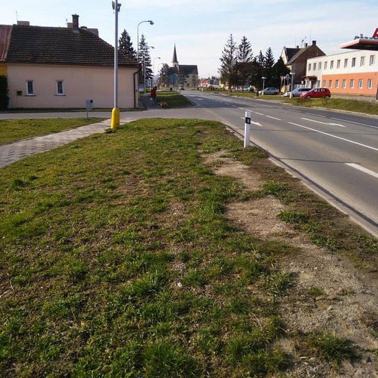 Liduprázdné ulice v uzavřené Litovli. Úterní ráno 17. března 2020