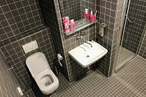 Moderní sanitární zařízení mohou od poloviny září využívat maminky v pěti pokojích na Oddělení šestinedělí Porodnicko-gynekologické kliniky FN Olomouc