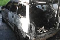 Tři automobily hořely v noci z 24. na 25. srpna ve Stiborově ulice v Olomouci.