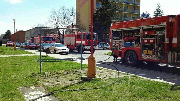 Hasiči zasahují u požáru kuchyňské linky v bytě v litovelské ulici Novosady.