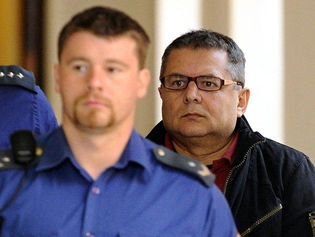 Ján Bakalár u soudu (na snímku vpravo)