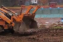 Nové koupaliště pomalu roste v Litovli na Olomoucku. Jeho voda bude bez chemie, čistit by se měla pomocí vysazených rostlin, štěrku a písku.