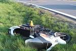 Nehoda osobáku s motorkou mezi Chomoutovem a Štěpánovem