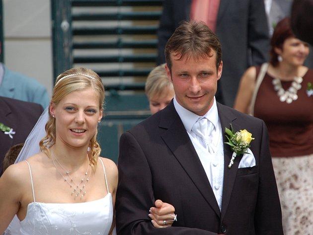 David Kobylík si vzal za ženu Janu Kolovratníkovou, bývalou házenkářku Zory, dceru známého hokejisty Mory.