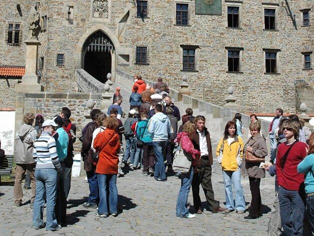 Hrad Bouzov opět táhne návštěvníky.