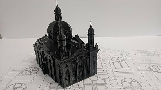 Šablona modelu olomoucké synagogy. Kovová maketa má stát na dnešním Palachově náměstí