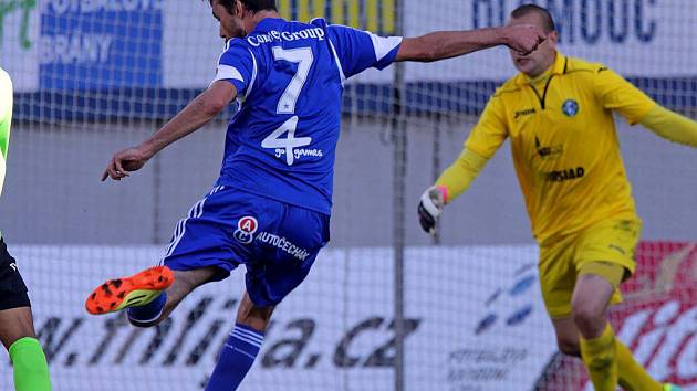 Michal Ordoš střílí gól na 2:2 v zápase Sigmy s Mostem