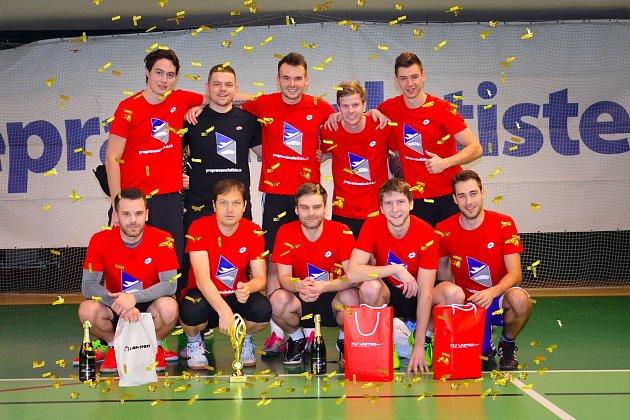 Silvestrovský turnaj ve fotbale v Olomouci. Vítězný tým HUNTERS