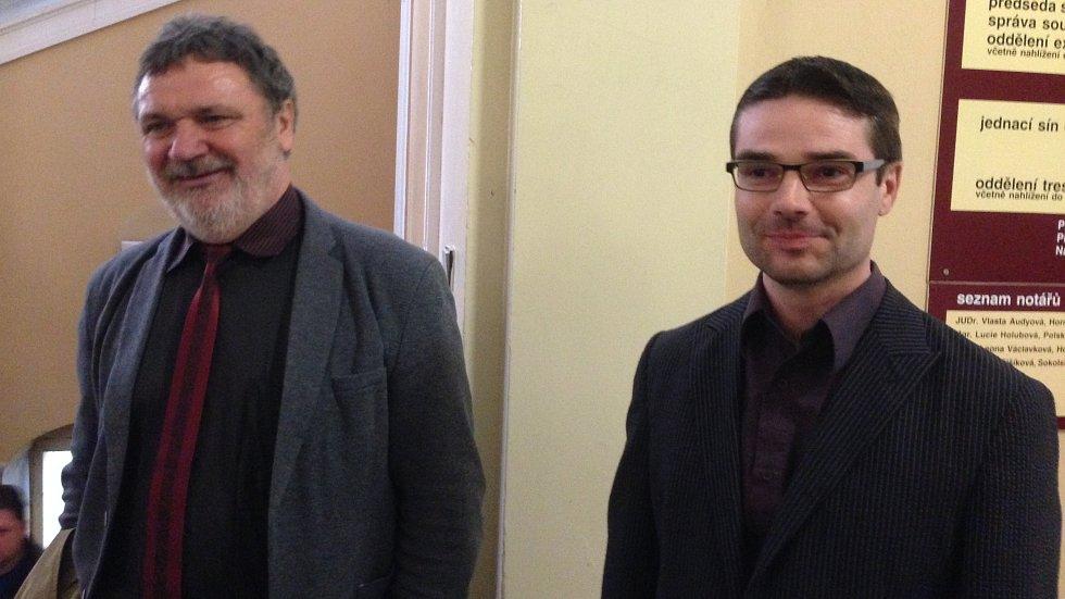 Ředitel ZŠ Tršice Jaromír Vachutka (vpravo) a jeho právní zástupce Stanislav Handl