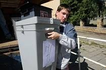 Rozvážení volebních uren.