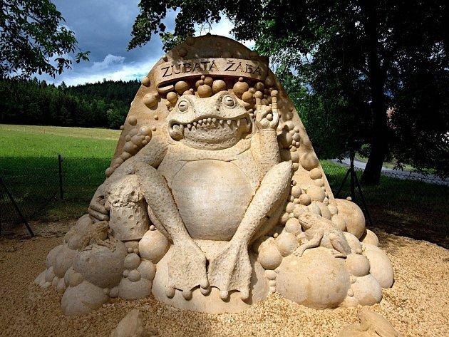 Socha z písku – Zubatá žába – místní část Bludoveček