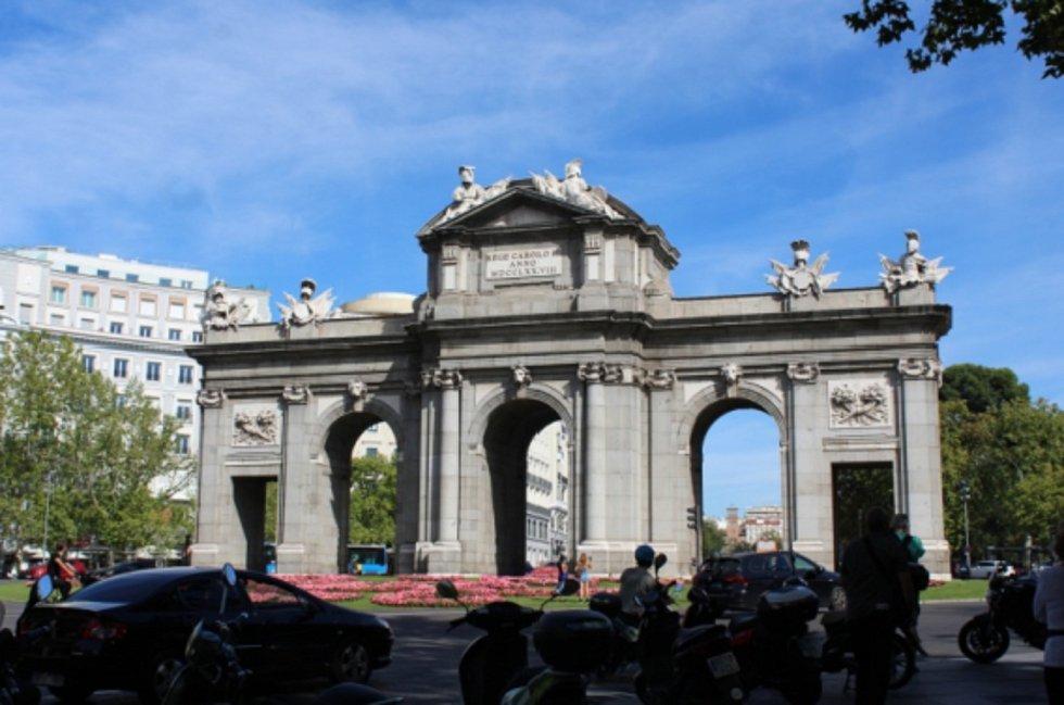 Brána Alcalá, vstup do Madridu