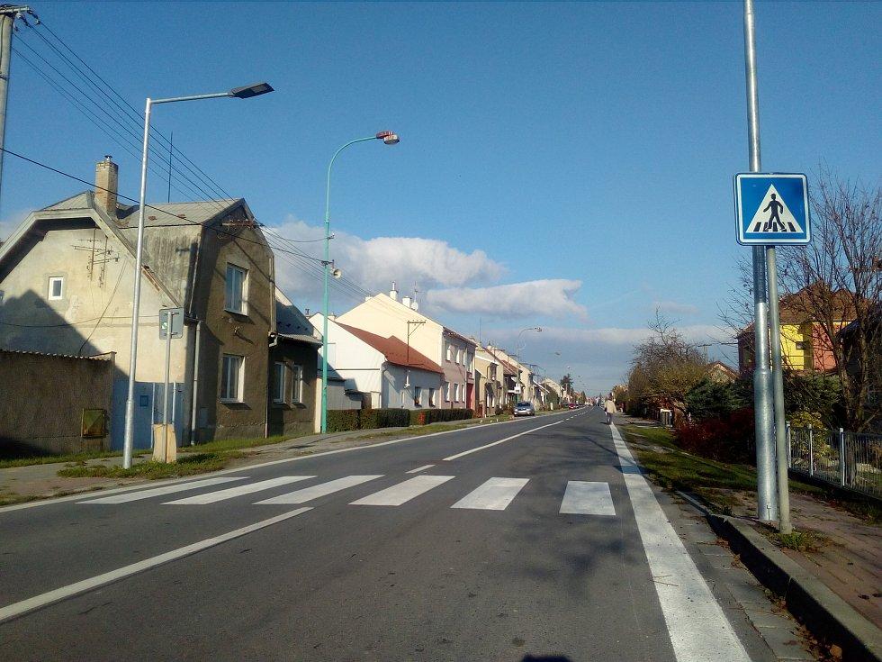 Na snímku Dalimilova ulice, jejíž obyvatelé si díky uzavírce užívali nebývalého klidu od automobilové dopravy, Ten jim skončí.