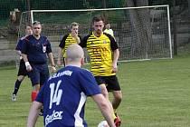 Béčko Nových Sadů (ve žlutém) porazilo v přípravném utkání Slavonín.