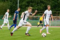 Fotbalisté Medlova (v bílém) si poradili s Litovlí. Ilustrační foto.