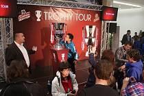 Fotbalisté Sigmy uspořádali v rámci projektu Trophy Tour autogramiádu v galerii Šantovka.