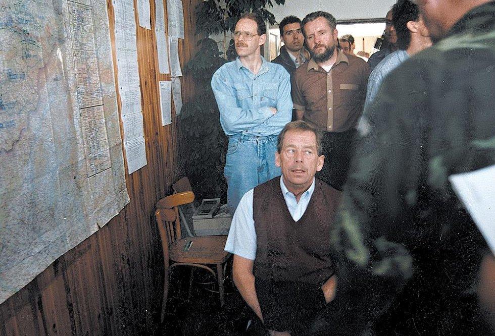 Václav Havel 10.7.1997 přiletěl do Olomouce při katastrofálních povodni na Moravě.