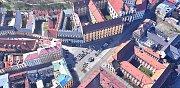 Letecký pohled na současnou podobu náměstí Republiky - parkoviště s kašnou