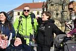 Milan Langer a jeho tým při rozlučce před cestou do Santiaga de Compostela na Horním náměstí v Olomouci, 21. 3. 2019