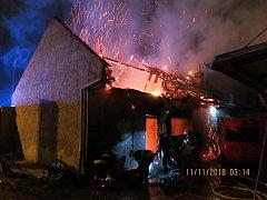 Požár střechy bistra v Holici