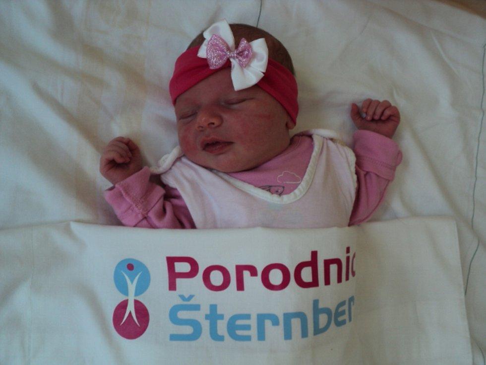 Šarlota Šubová, Rýmařov narozena 4. února, míra 49 cm, váha 3160 g