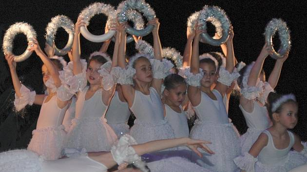 Děti nastudovaly balet Louskáček.