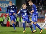 Petr Ševčík (uprostřed) slaví gól