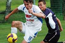Rudolf Obal zpracovává míč