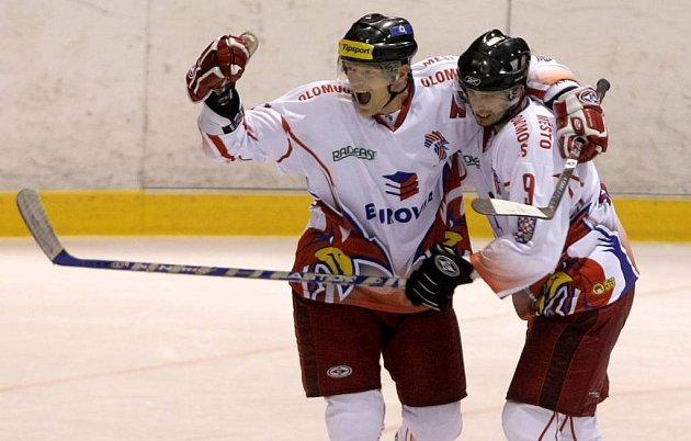 Hokejisté Olomouce se radují z gólu