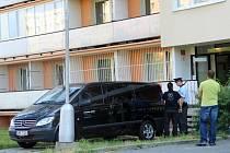 V tomto domě v olomoucké městské čtvrti Neředín měl v úterý ráno zemřít za podivných okolností osmatřicetiletý muž.