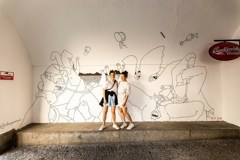 Podloubí vyzdobily mladé výtvarnice, duo Die Geniesser z Berlína.