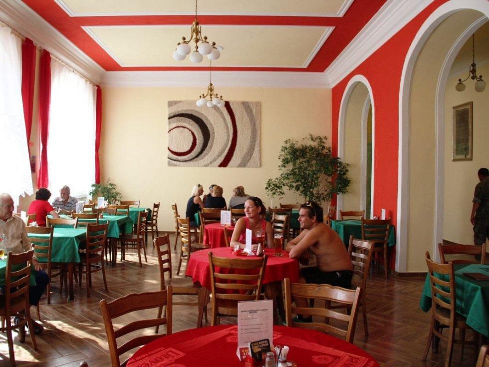 Opravená restaurace Záložna v Příkazech
