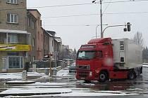 Kamiony objíždí zákaz na Foerstrově přes třídu Míru