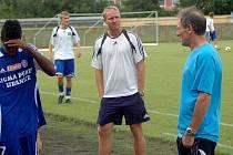 Trenér Václav Jílek (uprostřed)