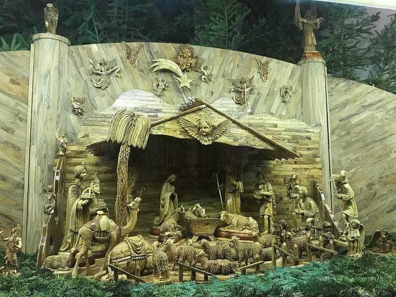 Jesličky kostela sv. Mořice vyřezávali řemeslníci z olivového dřeva. Hlavní část pochází z Izraele.