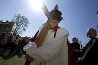 Pašije před olomouckou katedrálou o Velkém pátku připravily pro veřejnost děti a mládež z římskokatolické farnosti svatého Václava.