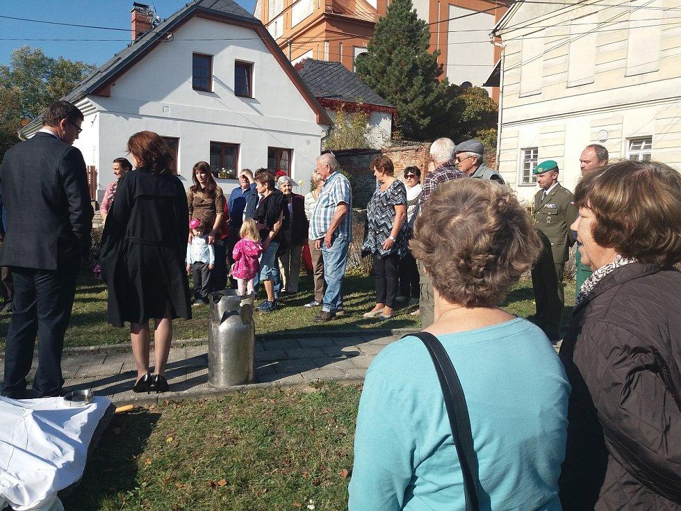 U příležitosti odhalení slavnostní desky a zakopání časové kapsle se v Jívové na Olomoucku objevil také senátor za obvod Olomouc - Lumír Kantor (nestraník za KDU-ČSL).