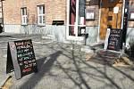 Restaurace a pizzerie na hlavním vlakovém nádraží v Olomouci vydává jídlo s sebou, zajistí i rozvoz