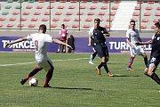 Fotbalisté z Olomouckého kraje (v bílém) v prvním zápase základní skupiny prohráli v Istanbulu se Španělskem 1:4