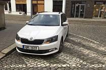 Muž se zákazem řízení zaparkoval v centru Olomouce tam, kde neměl