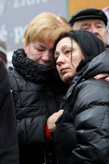 Pietní akt vUherském Brodě kuctění památky obětí úterního masakru