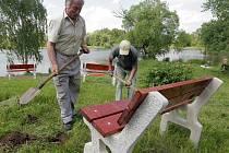 Instalace nových laviček na Poděbradech