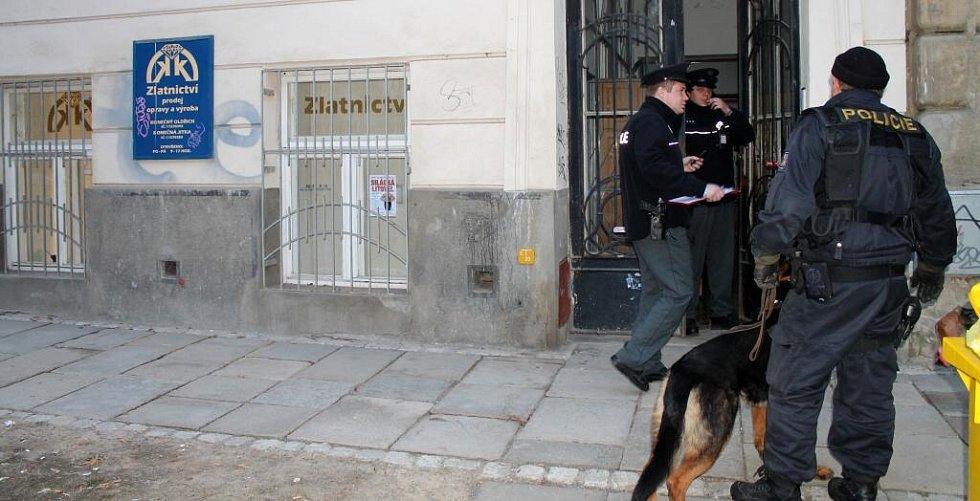 Policisté zasahují u loupeže ve zlatnictví ve Vídeňské ulici v Olomouci