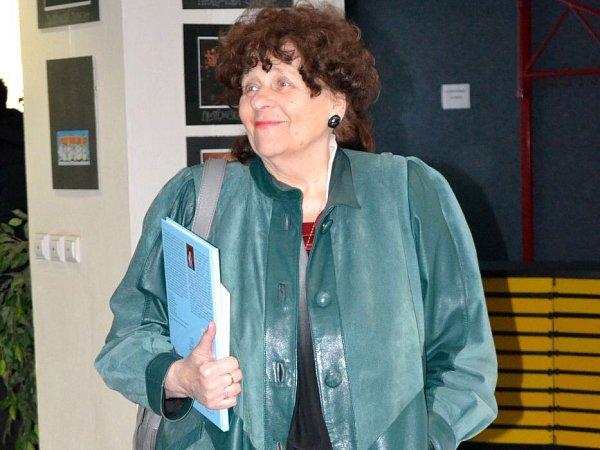 Prostějovská spisovatelka Marcella Dostálová přinesla prezidentovi svou knihu